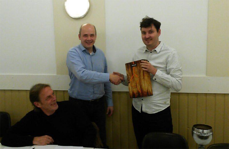 Pascal Losekoot sinds 28-10-2016 erelid van Baarnse Schaakvereniging (foto: Henri Spijkerman)