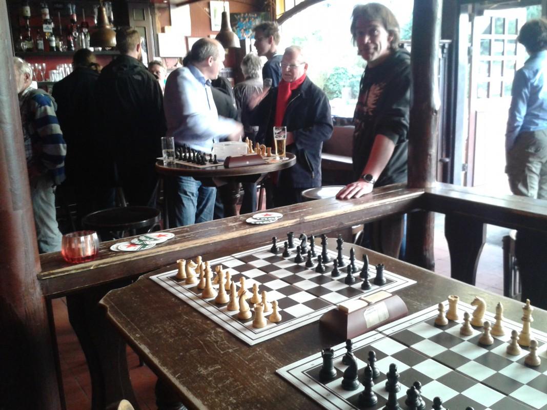 Eric de Haan wint derde Baarnse Cafeschaaktoernooi