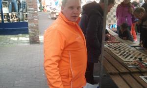 Bert Sieben van de Oranjevereniging zette zich ook dit jaar weer hard in.