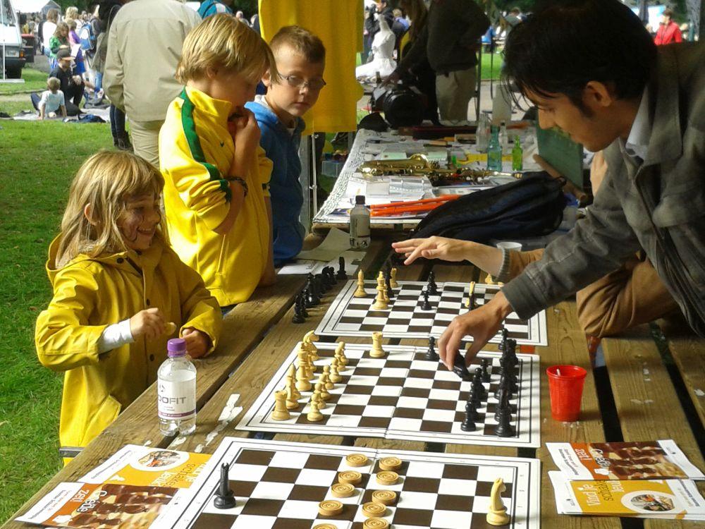 Nat en zonnig schaken op Cultureel Festival