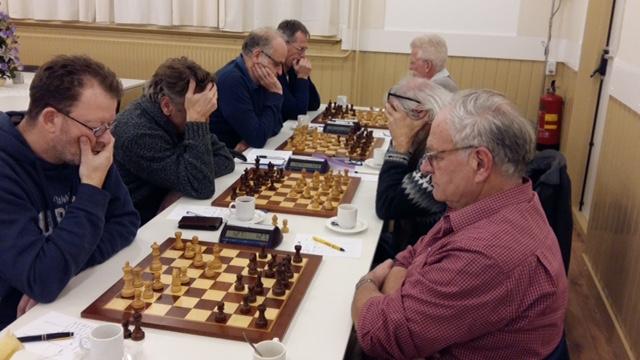 Viertal schaken gelijk onderuit